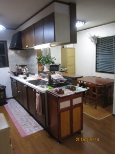 LDK改装工事 (キッチンの取り替え・ウッドタイル上張り・クロス貼替)